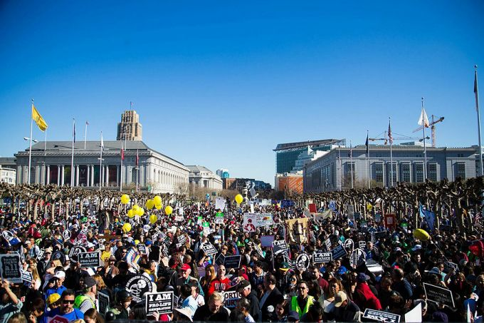 Large_crowds_took_part_in_the_2015_Walk_for_Life_West_Coast_in_San_Francisco_Jan_24_2015_Credit_Darwin_Sayo_Walk_for_Life_West_Coast_CNA_1_27_15