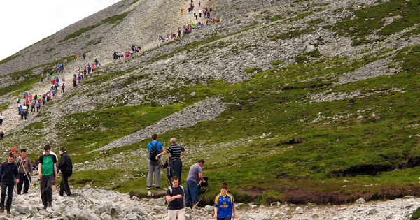 pilgrims-ascending-croagh-patrick